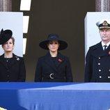 Sophie Rhys-Jones, Meghan Markle y Sir Timothy Laurence en el Día del Recuerdo 2019