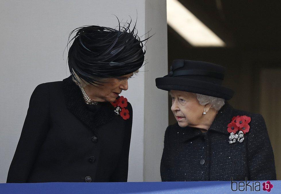 La Reina Isabel y Camilla Parker en el Día del Recuerdo 2019