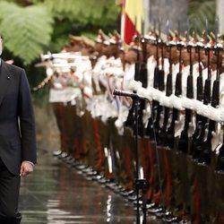 El Rey Felipe en la ceremonia de bienvenida en su Visita de Estado a Cuba