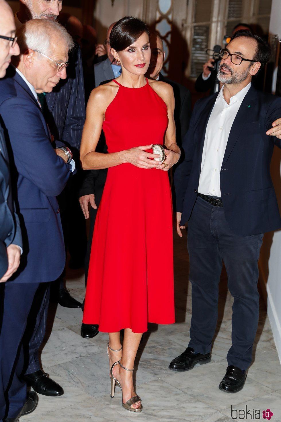 La Reina Letizia en la exposición 'España y Cuba: Contigo en la distancia' en La Habana