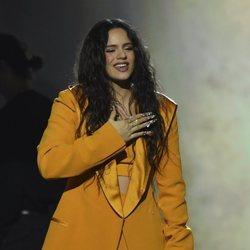 Rosalia actuando en el premio Persona del Año 2019 en los Grammy Latino