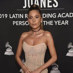 Cami en la alfombra roja del premio Persona del Año 2019 en los Grammy Latino