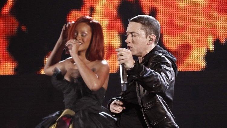 Rihanna y Eminem cantando en los Grammy en 2011