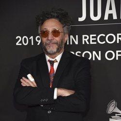Fito Paez en la alfombra roja del premio Persona del Año 2019 en los Grammy Latino