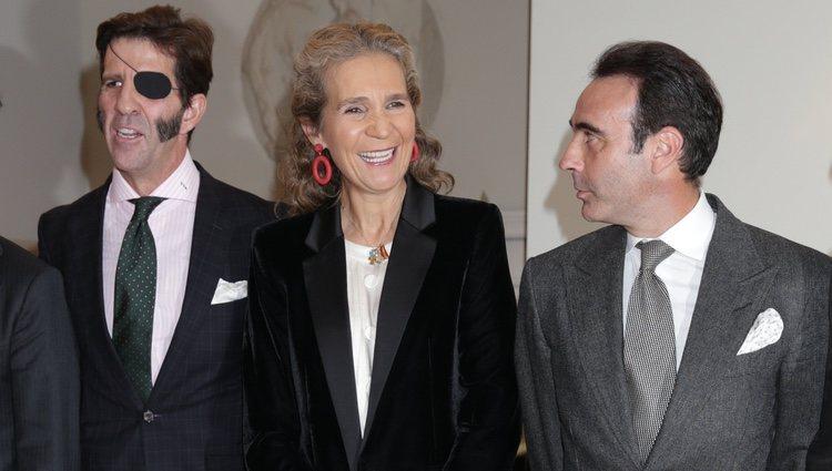 La Infanta Elena junto a Enrique Ponce y Juan José Padilla en un homenaje a la tauromaquia
