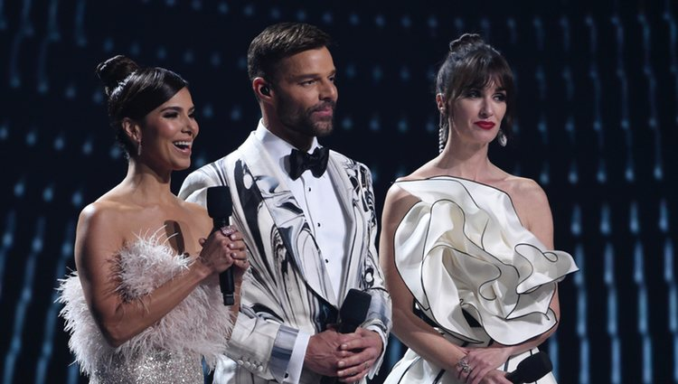 Roselyn Sánchez, Ricky Martin y Paz Vega presentando los Grammy Latino 2019