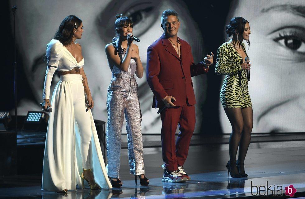 Greeicy Rendon, Aitana Ocaña, Alejandro Sanz y Nella acutando en los Grammy Latino 2019