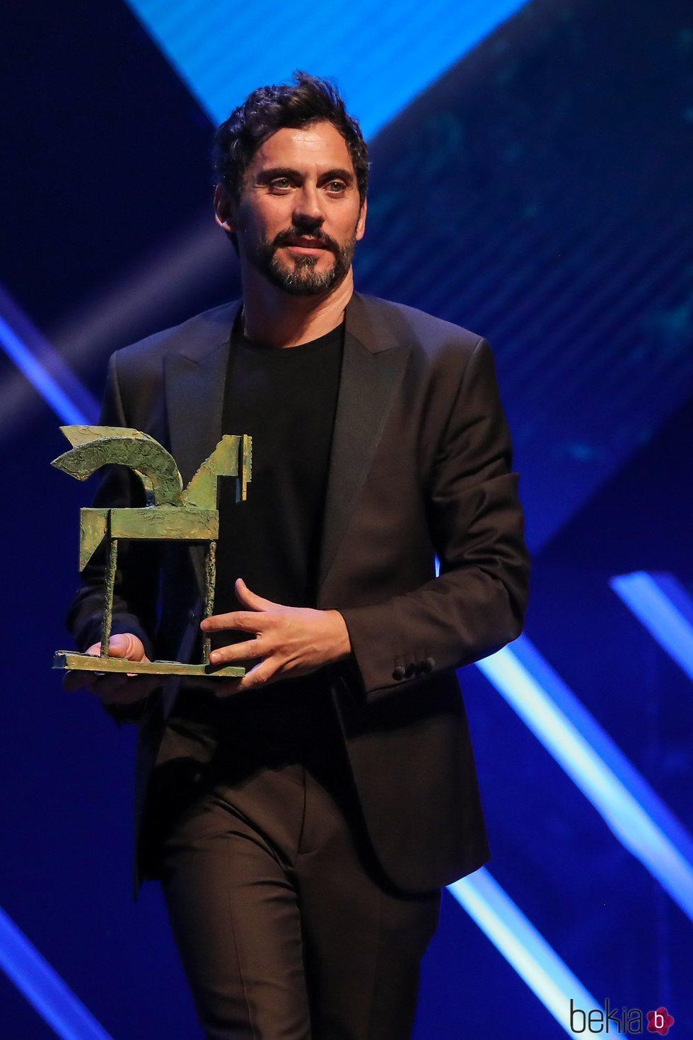 Paco León con su Premio Ondas 2019