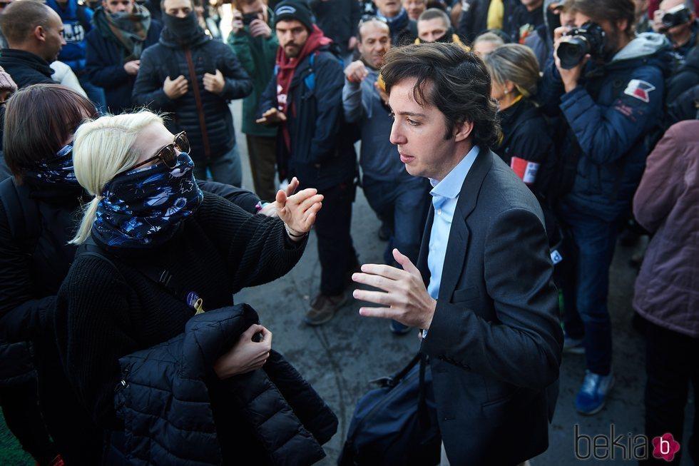 El Pequeño Nicolás enfrentándose a los CDR en la estación de Sants en Barcelona
