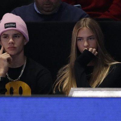Romeo Beckham y Mia Moocher en la final del Masters de Londres 2019