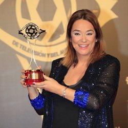Toñi Moreno posa con su Premio Iris 2019