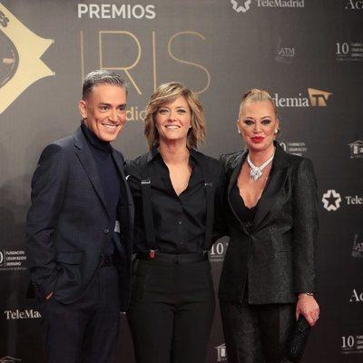 Kiko Hernández, María Casado y Belén Esteban en la alfombra roja de los Premios Iris 2019