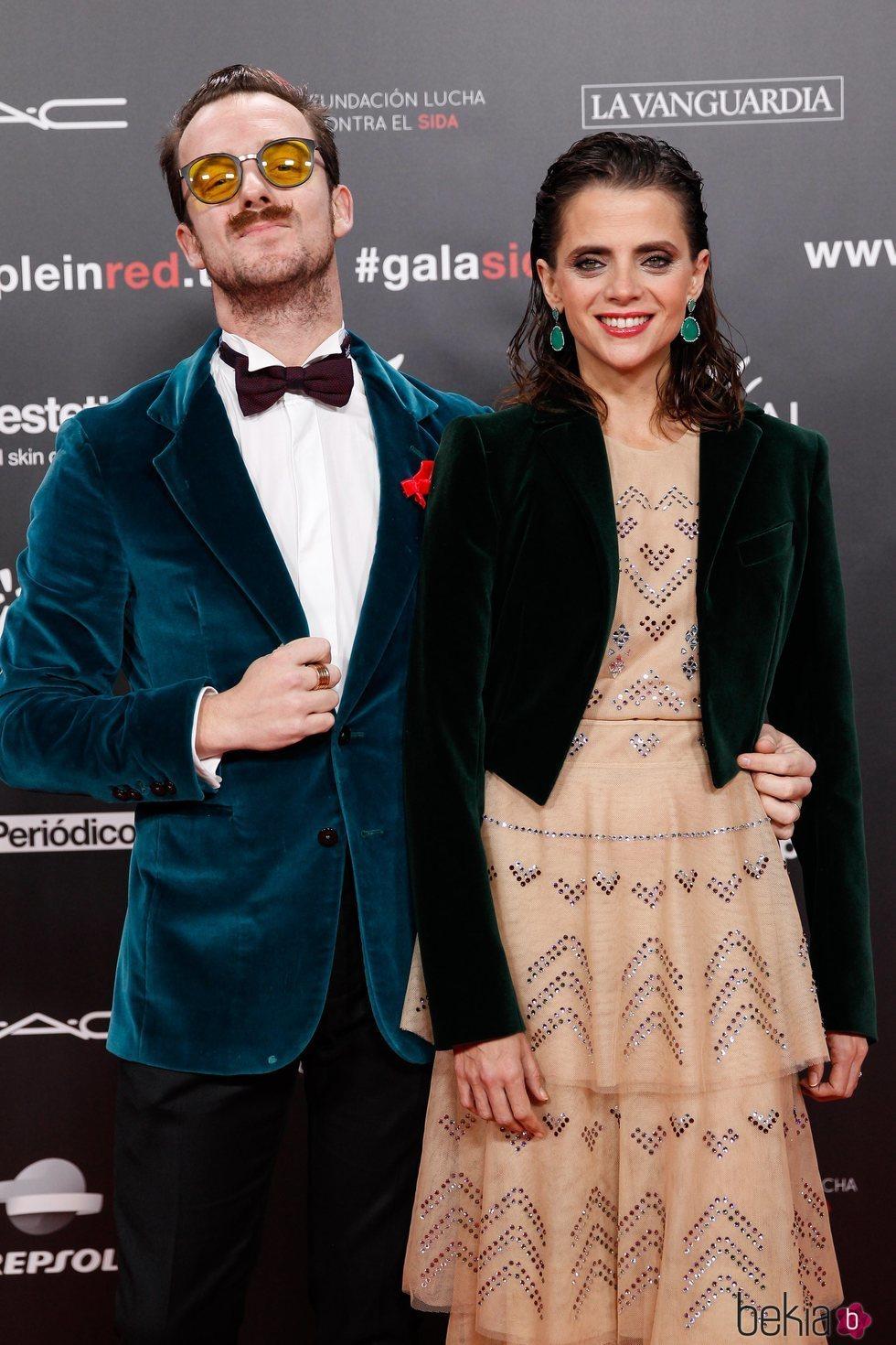 Macarena Gómez y Aldo Comas en la gala People in Red 2019