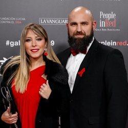 Gisela y su pareja en la gala People in Red 2019