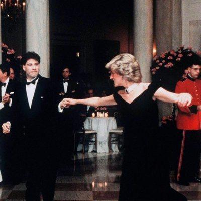 Lady Di y John Travolta bailando en la Casa Blanca en 1985