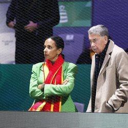 Manolo Santana y su pareja en la Copa Davis 2019