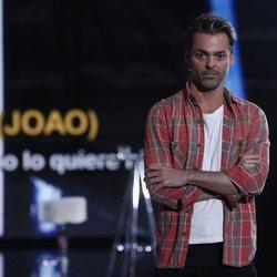 Hugo Castejón escuchando a Adara en la gala 12 de 'GH VIP 7'
