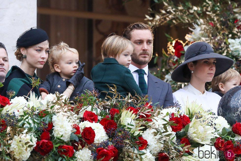 Pierre Casiraghi y Beatrice Borromeo con sus hijos Stefano y Francesco y con Tatiana Santo Domingo en el Día Nacional de Mónaco 2019