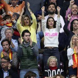 Sandra Gago animando a Feliciano López en la semifinal de la Copa Davis