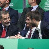 El Rey Felipe y Gerard Piqué compartiendo confidencias en la Copa Davis 2019