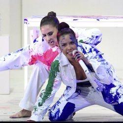 Halsey actuando en la gala de los premios AMAs 2019