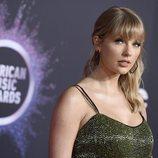 Taylor Swift en la alfombra roja de los premios AMAs 2019