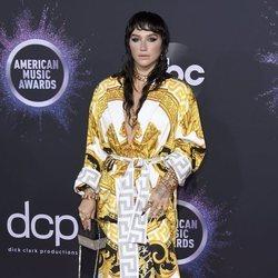 Kesha en la alfombra roja de los premios AMAs 2019