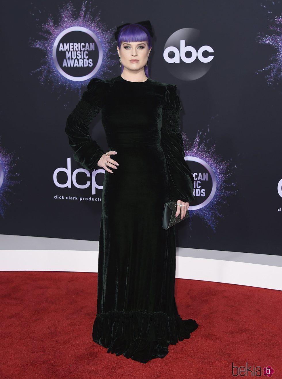 Kelly Osbourne en la alfombra roja de los premios AMAs 2019