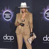 Tyra Banks en la alfombra roja de los premios AMAs 2019