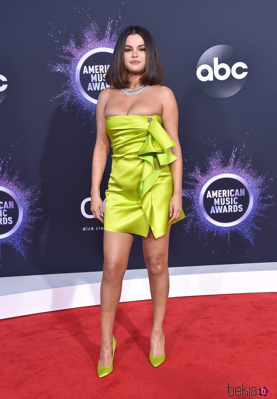 Selena Gomez en la alfombra roja de los premios AMAs 2019