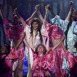 Kesha actuando en los premios AMAs 2019