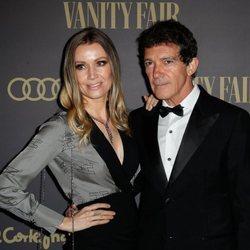 Antonio Banderas junto a su novia, Nicole Kimpel, en la 'Fiesta Personaje del año Vanity Fair 2019'