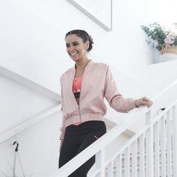 Cristina Pedroche, muy sonriente llegando a un evento de regla y yoga