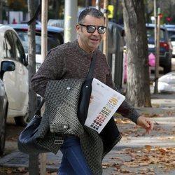 Jorge Javier Vázquez entrando en un centro de estética