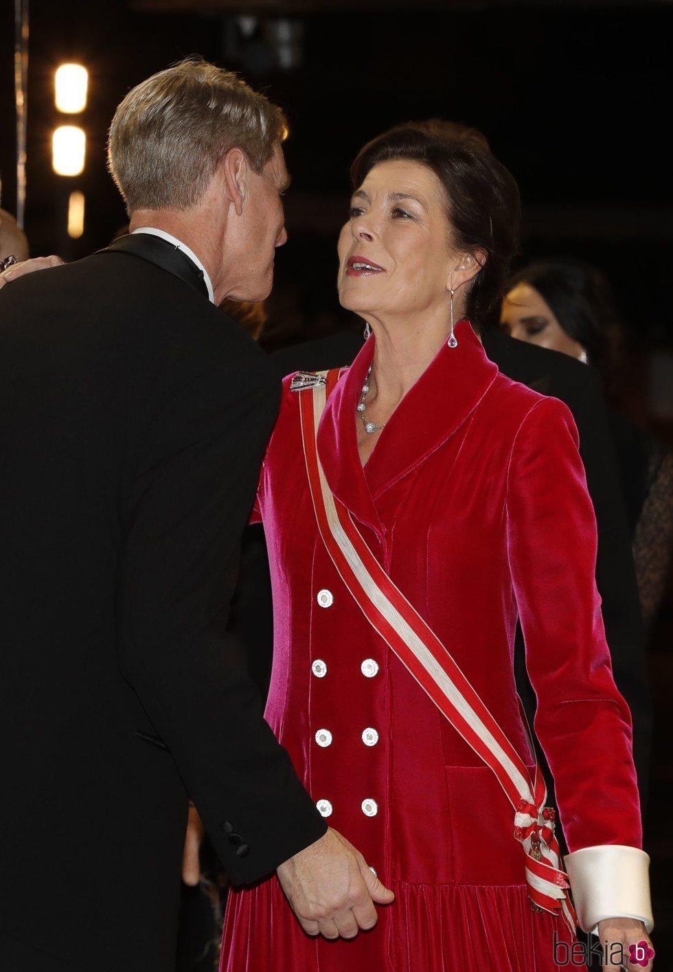 Carolina de Mónaco saluda a su primo John Kelly en la gala por el Día Nacional de Mónaco 2019