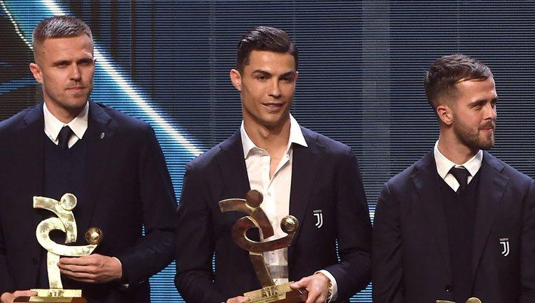 Cristiano Ronaldo recibiendo su premio en la Gala del Calcio 2019