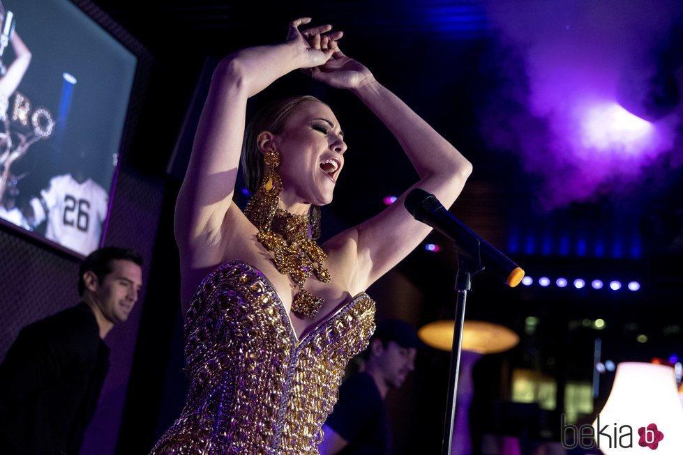 María Jesús Ruiz lo da todo encima del escenario