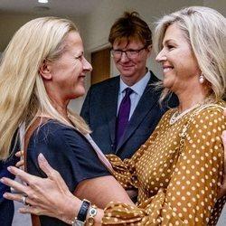 Máxima de Holanda y Mabel de Holanda se saludan con mucho cariño