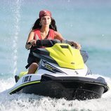 Bella Hadid en moto de agua en Miami