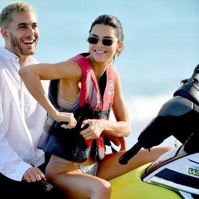 Kendall Jenner en moto de agua en Miami