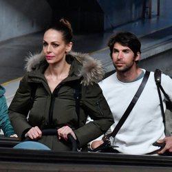 Eva González y Cayetano Rivera en la estación del AVE de Sevilla