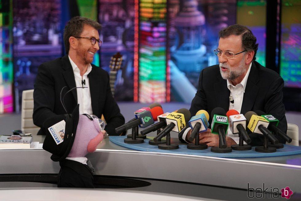 Mariano Rajoy charlando con Pablo Motos en 'El Hormiguero'