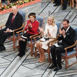 Harald y Sonia de Noruega y Haakon y Mette-Marit de Noruega en el Nobel de la Paz 2019