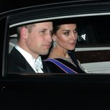 El Príncipe Guillermo y Kate Middleton llegando a la recepción al cuerpo diplomático en el Palacio de Buckingham