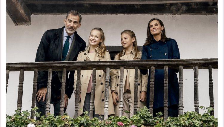Los Reyes Felipe y Letizia, la Princesa Leonor y la Infanta Sofía en la felicitación de Navidad 2019