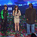 Justin Bieber con los cantantes Drew y Steve Wonder