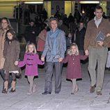 La Reina Sofía, los Príncipes y sus hijas y la Infanta Elena con Victora y Froilán en el Circo del sol