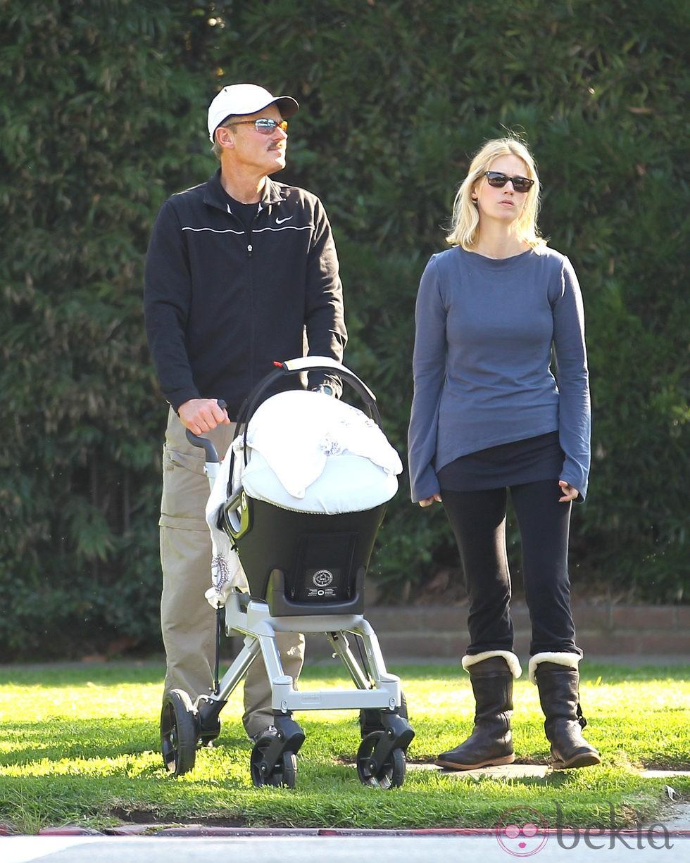 January Jones con su hijo Xander Dane