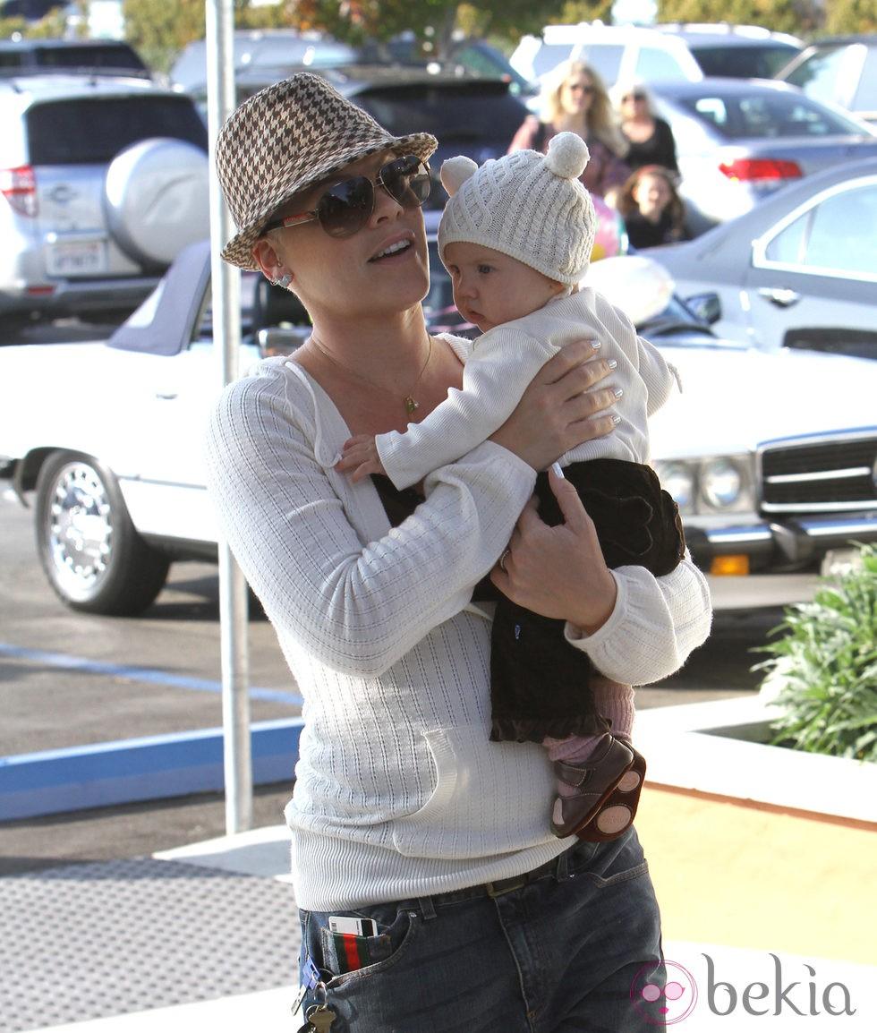 Pink y su hijo Willow Sage
