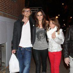 Guti y Romina Belluscio con la hija del futbolista